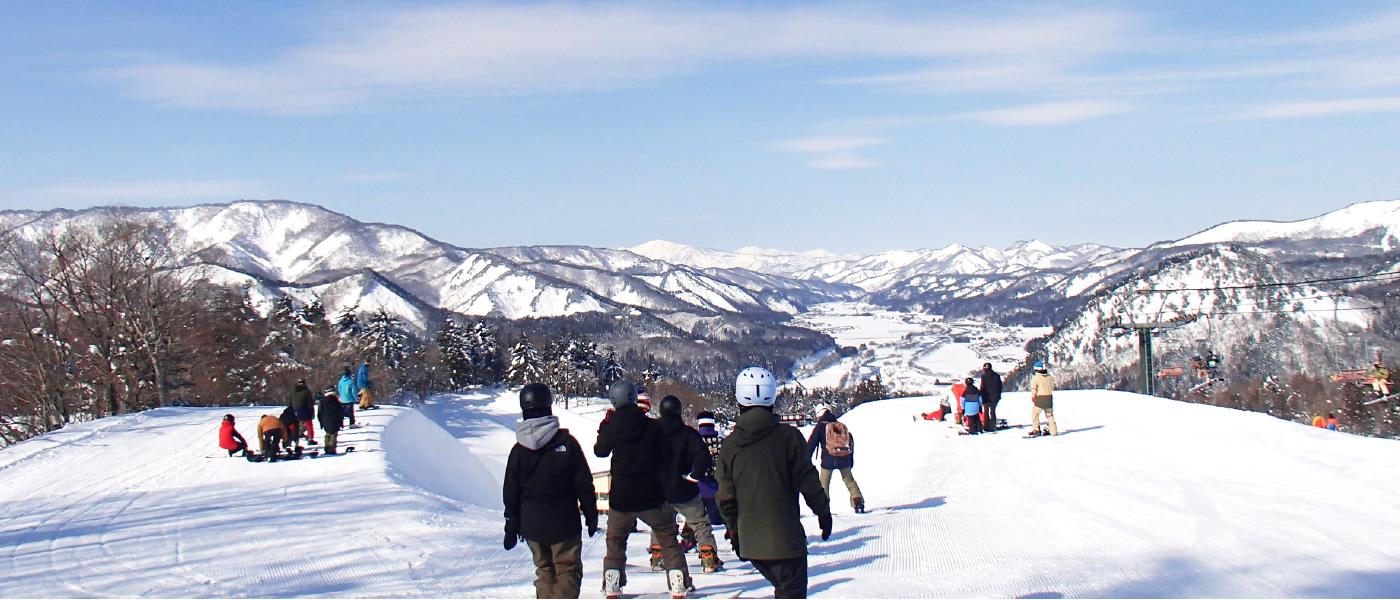 伝上山頂の絶景を眺めながら爽快に滑走しよう